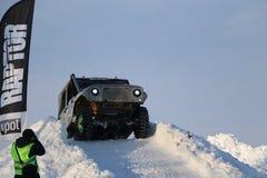 SALTAC-KOREM, РОССИЯ - 11-ОЕ ФЕВРАЛЯ 2018: Виллисы зимы доработанные автосалоном - заморозьте замешивать 2018 ехать на доработанн Стоковая Фотография RF
