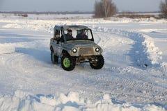 SALTAC-KOREM, РОССИЯ - 11-ОЕ ФЕВРАЛЯ 2018: Виллисы зимы доработанные автосалоном - заморозьте замешивать 2018 ехать на доработанн Стоковые Изображения RF