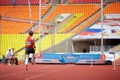 Saltador de pértiga D.Starodubtsev en la arena deportiva magnífica Imagen de archivo libre de regalías