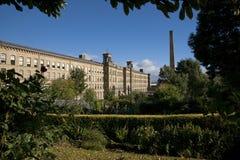 Saltaire, Bradford, oeste - yorkshire Em outubro de 2013, vista do moinho de sais, um local do patrimônio mundial do UNESCO e ga foto de stock