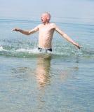 Saltando dall'acqua immagini stock libere da diritti
