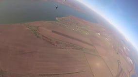 Saltando de un aeroplano con un paracaídas, el paisaje de Odessa de una altura almacen de metraje de vídeo