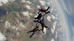 Saltando em queda livre a equipe de 4 maneiras foto de stock royalty free