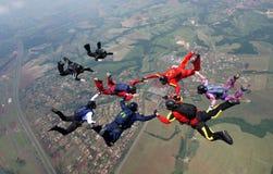 Saltando em queda livre a formação do grupo de pessoas Fotos de Stock Royalty Free
