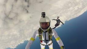 Saltando em queda livre o vídeo video estoque