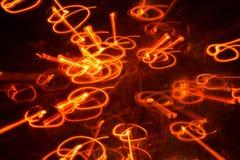Saltando luzes, os testes padrões longos da luz da exposição, iluminam os círculos e as linhas, cercados pela luz ambiental, conc foto de stock royalty free