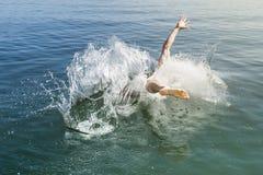 Saltando nell'acqua Immagini Stock Libere da Diritti