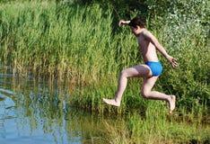 Saltando nell'acqua Immagine Stock Libera da Diritti