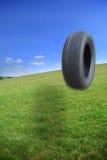 Saltando o pneumático Fotografia de Stock