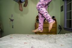 Saltando su una base fotografie stock libere da diritti