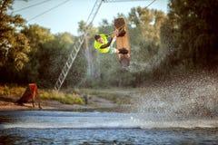 Saltando sull'acqua Immagine Stock