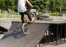Saltando sulla bici Fotografia Stock