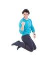 Saltar bem sucedido novo do homem da alegria que expressa a felicidade fotos de stock royalty free