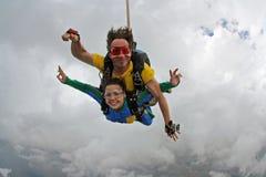 Saltar en caída libre día nublado en tándem Foto de archivo