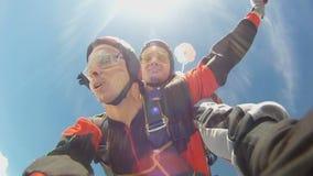Saltar en caída libre el vídeo almacen de metraje de vídeo