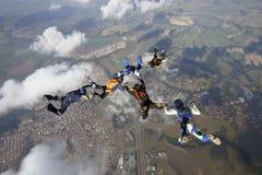 Saltar en caída libre la formación del grupo de personas Imágenes de archivo libres de regalías