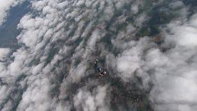 Saltare dei paracadutisti del movimento lento piano archivi video