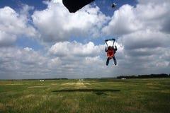Salte de um paraquedas Fotos de Stock Royalty Free