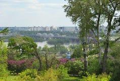 Salte em Kiev, vista do banco esquerdo do Dnieper imagens de stock royalty free