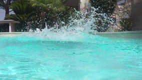 Salte en la piscina almacen de metraje de vídeo