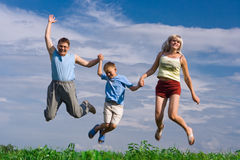 Salte a família feliz Fotografia de Stock
