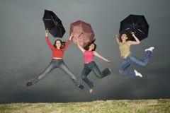 Salte sob a tempestade-nuvem Fotografia de Stock Royalty Free