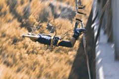 Salti dell'ammortizzatore ausiliario, estremo e sport di divertimento Fotografia Stock Libera da Diritti