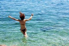 Salti nel mare Fotografia Stock