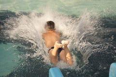 Salti nell'acqua Fotografia Stock