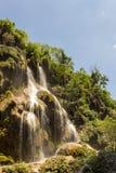 Salti in serie di aguacero della cascata fotografia stock