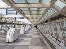 Salti sopra la via a Tokyo Fotografia Stock