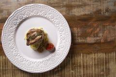 Saltimbocca cielęciny w bogatym Neapolitan kumberlandzie i tagliatelle makaronie Obrazy Royalty Free