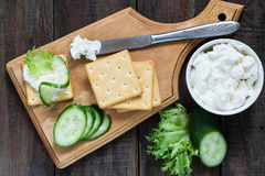 Saltine crackers, lettuce, cucumber and ricotta Royalty Free Stock Photography