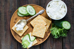 Saltine crackers, lettuce, cucumber and ricotta Stock Photography