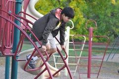 Salto adolescente abajo Fotos de archivo libres de regalías