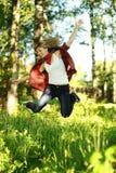 Salto adolescente bastante joven de la mujer Fotografía de archivo