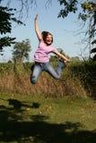 Salto adolescente de la muchacha Imagen de archivo