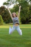 Salto adolescente de la muchacha Fotografía de archivo