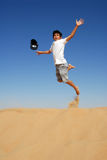 Salto adolescente en el desierto Imágenes de archivo libres de regalías