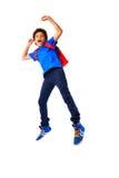 Salto afro-americano do menino de escola feliz Fotos de Stock