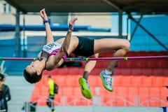 Salto in alto dell'atleta della ragazza Fotografie Stock Libere da Diritti