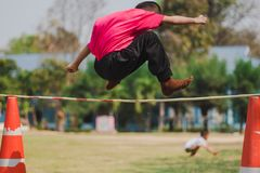 Salto alto dos exames da tomada da categoria 3 dos estudantes de Elemantary foto de stock