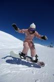 Salto bonito do snowboarder Fotografia de Stock Royalty Free