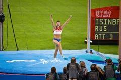 Salto con pértiga del triunfo de Yelena Isinbayeva de Rusia imagenes de archivo