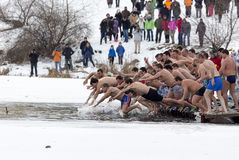 Salto da água fria do dia do esmagamento Imagem de Stock Royalty Free