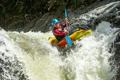 Salto da cachoeira do caiaque Fotos de Stock Royalty Free