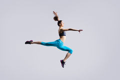 Salto da menina do dançarino Imagem de Stock Royalty Free