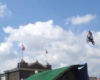 Salto da motocicleta do temerário Imagem de Stock Royalty Free