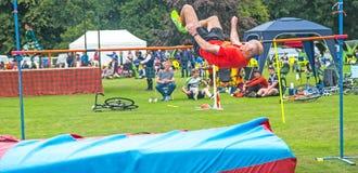 Salto de altura en los juegos de la montaña de Strathpeffer Fotografía de archivo