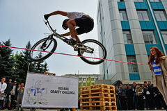Salto de BMX foto de archivo libre de regalías